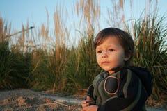 De jongen van de baby in het park Stock Foto
