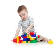 De jongen van de baby het spelen royalty-vrije stock fotografie