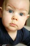 De jongen van de baby met grote blauwe eyse Royalty-vrije Stock Foto's