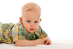 De jongen van de baby op de deken Stock Foto