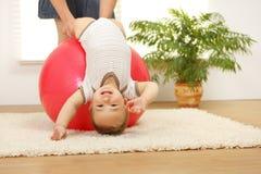 De jongen van de baby op grote bal Stock Foto