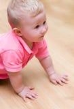 De jongen van de baby op vloer royalty-vrije stock fotografie