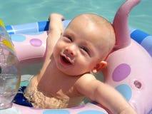 De Jongen van de baby in Pool Stock Afbeelding