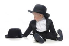 De jongen van de baby in smoking en hoed Stock Foto