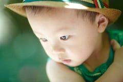 De jongen van de de zomerbaby stock fotografie