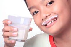 De jongen van de melk royalty-vrije stock afbeeldingen