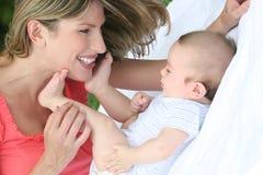 De Jongen van de moeder en van de Baby Stock Foto