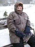 De jongen van de tiener in de sneeuw. royalty-vrije stock foto's