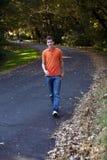 De jongen van de tiener het lopen Stock Afbeelding
