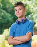 De jongen van de tiener met hoofdtelefoons Royalty-vrije Stock Foto