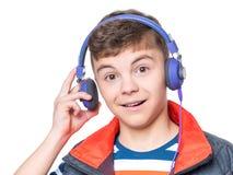 De jongen van de tiener met hoofdtelefoons Stock Foto's