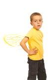 De jongen van het kind met bijenvleugels Stock Afbeeldingen