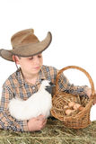De jongen van het landbouwbedrijf met mand van eieren royalty-vrije stock afbeelding
