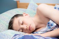 De jongen van de slaap stock afbeeldingen