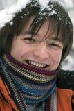 De jongen van tienerjaren in sjaal in openlucht in de winter royalty-vrije stock fotografie