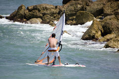 De jongen van Windsurfing Stock Foto