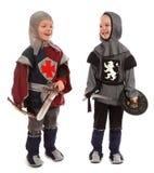 De jongens in een kostuumridder Stock Fotografie