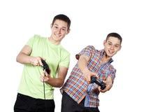 De jongens spelen computerspelen Stock Afbeelding