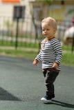 De jongenspeuter van de één éénjarigebaby bij speelplaats Royalty-vrije Stock Fotografie