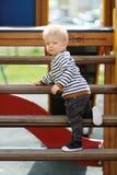De jongenspeuter van de één éénjarigebaby bij speelplaats Royalty-vrije Stock Foto