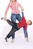 De jongensspelen met mum Royalty-vrije Stock Afbeelding