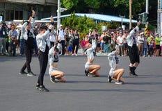 De jongeren voert Moderne Dans uit Royalty-vrije Stock Foto's