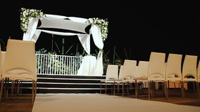 De Joodse ceremonie van het traditieshuwelijk De luifel van het huwelijk (chuppah of huppah) stock video