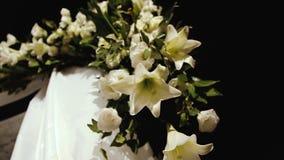 De Joodse ceremonie van het traditieshuwelijk De luifel van het huwelijk (chuppah of huppah) stock videobeelden