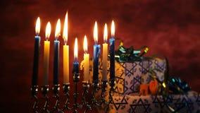 De Joodse creatieve achtergrond van de vakantiechanoeka met menorah Mening van bovengenoemde nadruk  stock videobeelden