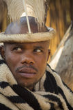 4 de julho de 2015 - Lesedi, África do Sul Homem em acessórios étnicos Fotografia de Stock