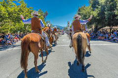 4 de julho de 2016 - os cidadãos de Ojai Califórnia comemoram o Dia da Independência - os cavaleiro latino-americanos marcham na  Foto de Stock