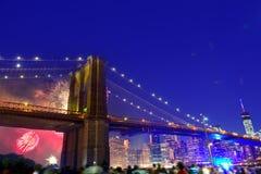 4 de julho de 2014 ponte de Brooklyn Manhattan dos fogos-de-artifício Foto de Stock Royalty Free