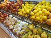 4 de julho de 2017, Selayang Selangor Os frutos indicam em Jaya Grocer Supermarket fotografia de stock royalty free
