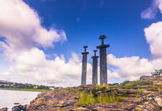 20 de julho de 2015: Sverd mim Fjell Viking Monument perto de Stavanger, nem Fotografia de Stock