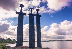 20 de julho de 2015: Sverd mim Fjell Viking Monument perto de Stavanger, nem Fotos de Stock Royalty Free