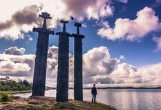 20 de julho de 2015: Sverd mim Fjell Viking Monument perto de Stavanger, Noruega Fotografia de Stock Royalty Free