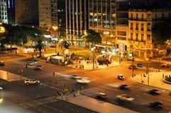 9 de Julio Avenue i Buenos Aires på natten Fotografering för Bildbyråer