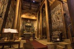 18 de julio de 2015: Altar dentro de Heddal Stave Church en Telemark, Foto de archivo libre de regalías