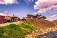 27 de julio de 2015: Casas de la explotación minera en Roros, Noruega Imagen de archivo libre de regalías