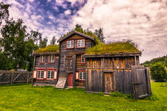 29 de julio de 2015: Casas rurales noruegas tradicionales en el ai abierto Foto de archivo libre de regalías