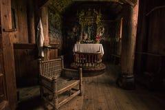 24 de julio de 2015: Detalles dentro de Urnes Stave Church, sitio de la UNESCO, i Foto de archivo