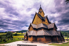 18 de julio de 2015: Fachada de Heddal Stave Church en Telemark, Noruega Fotos de archivo libres de regalías