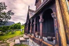 24 de julio de 2015: Fachada del Urnes Stave Church, sitio de la UNESCO, adentro Fotografía de archivo libre de regalías