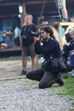 12 DE JULIO DE 2013 - GARANA, RUMANIA Fotógrafos y cámaras en las calles Fotografía de archivo
