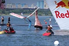 26 DE JULIO DE 2015 MOSCÚ: Día rojo del flugtag del toro Imagen de archivo