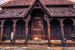 23 de julio de 2015: Puerta para inscribir a Urnes Stave Church, sitio de la UNESCO, adentro Foto de archivo libre de regalías