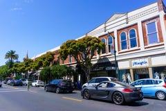 30 de julio de 2018 Los Gatos/CA/los E.E.U.U. - calle de las compras en Los céntrico Gatos, área de la Bahía de San Francisco del imágenes de archivo libres de regalías