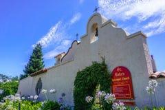 30 de julio de 2018 Los Gatos/CA/iglesia de Epicospal de los E.E.U.U. - St Luke en Los céntrico Gatos, área de la Bahía de San Fr foto de archivo libre de regalías