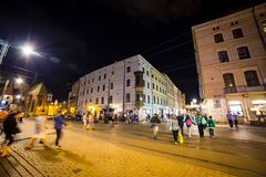 12 de julio de 2017 - Polonia, Kraków Plaza del mercado en la noche La tubería Imágenes de archivo libres de regalías