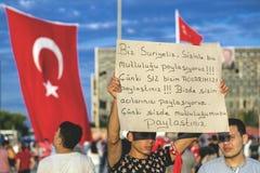 15 de julio protestas de la tentativa del golpe en Estambul Foto de archivo